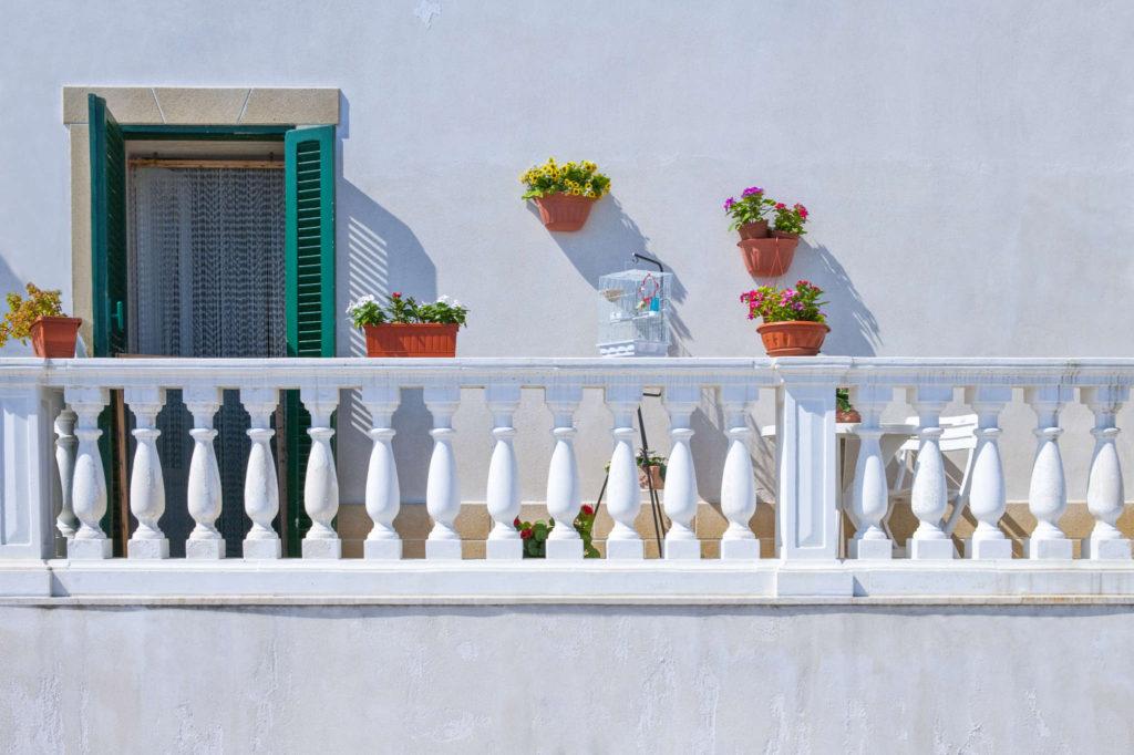 Facciate, balconi e giardini